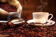 Café / O café é uma bebida produzida a partir dos grãos torrados do fruto do cafeeiro. É servido tradicionalmente quente, mas também pode ser consumido gelado Coffee is a drink made from the roasted beans of the coffee fruit . It is traditionally served hot, but can also be eaten cold