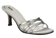 Shoes & Purses / by Dawn Terwiske Ferguson
