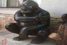 Maymun Ve Goril Heykelleri