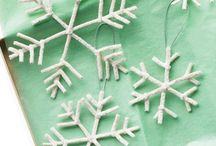 Christmas Crafts for Kids / Grab your arts & crafts supplies and get ready to add a personal touch to your Christmas