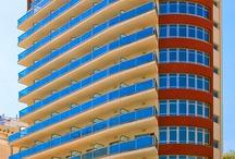 Hotel RH Gijón - Gandía / Hotel de tres estrellas con excelente situación a 50 metros de la Playa de Gandía y en la zona más céntrica, con el animado paseo marítimo. Tiene instalaciones modernas y acogedoras habitaciones.  / by Hoteles RH