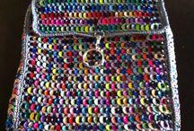 Creaciones con lacres de aluminio / Mochilas, carteras, monederos de hilo y lacres de aluminio