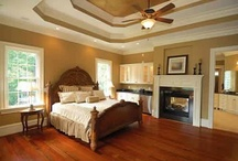 Bedrooms That I Love / by Mindy Dale Dingle