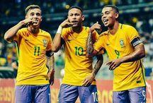 Coutinho , Jesus i Neymar JR
