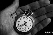 Vreckové hodinky / Vreckové hodinky sú obľúbeným zberateľským predmetom a stále aktuálnym pánskym módnym doplnkom. Meranie času bolo oddávna pre ľudí fascinujúce. Prvé mechanické hodiny sa objavili v 13. storočí a o dve storočia neskôr vznikli prenosné, vreckové hodinky. Vreckové hodinky zostrojil v roku 1510 norimberský hodinár Peter Henlein, ktorý použil namiesto závažia pružinové pero.