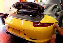 """Porsche 991 Desvinilado de Gris a Amarillo by Pronto Rotulo Car Wrapping since 1993 / Siempre te mostramos cómo vinilamos coches pero nunca te hemos mostrado como los """"desvinilamos"""" no? Bueno, aquí tienes un ejemplo de ello sobre un Porsche 991 en Gris Mate Metalizado que le quitamos el vinilo para dejarlo en su color original Amarillo Brillante.  Qué te parece? ahora te animas?  + info en http://www.prontorotulo.com/ + info en https://www.facebook.com/prontorotulo  / by Pronto Rotulo"""