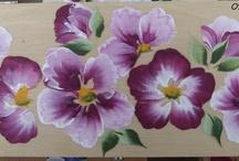 targa con fiori viola