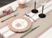 Chemin de table / Les chemins de table des Toiles De La Montagne Noire, sont proposés dans plusieurs dimensions: 50 cm x 100 cm 50 cm x 150 cm 50 cm x 200 cm 50 cm x 250 cm