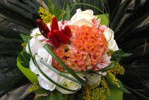 OMAGGI FLOREALI / Bouquet e fasci di fiori creati per i clienti e destinati a suscitare emozioni in chi li riceve.