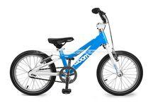 Rowery Woom / Woom to lekkie rowery z klasycznie lecz nisko prowadzoną aluminiową ramą oraz kierownicą o BMX-owym stylu (modele na 14 i 16 calowych kołach - Woom 2 i 3). Projektowane i montowane w Wiedniu wysokiej jakości lekkie rowery dziecięce Woom cechuje ergonomia i bezpieczeństwo. http://www.aktywnysmyk.pl/257-rowery-woom