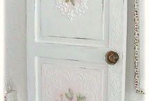 Puertas pintadas y con servilletas