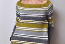 pruhovaný svetr s kapsami