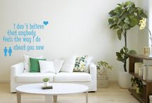 Vinilo decorativo / Ponele onda a tus paredes, vidrios, espejos y objetos!  Realizados sobre vinilo premium permiten decorar cualquier espacio de manera simple y economica.  Se puede hacer practicamente cualquier diseño.  Colores de vinilo disponibles: blanco, negro, rojo, naranja, amarillo, verde claro, verde oscuro, cyan, azul, gris perlado, dorado, esmerilado.   Incluye papel transfer para colocacion simple.