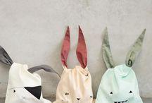 Fabelab / Michaela Weisskirchner-Barfod  er grunnleggeren og desineren bak det danske merket Fabelab. Hun bor i København med sin mann og sine to døtre. Hun er utdannet arkitekt og scenedesigner. Hun ønsket å kombinere enkle prinsipper og fortellinger med funksjonalitet og inspirerende produkter. Derfor er mange av Fabelab sine produkter utviklet for å kunne brukes på flere måter. Disse produktene er å finne i vår nettbutikk www.growingup.no