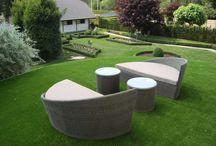 Giardini con prato in erba sintetica