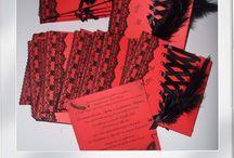 Carnet à idées rouge / Le carnet à idées est le support idéal pour les futurs mariés en quête d'inspiration pour leur mariage.  A offrir ou à s'offrir et à remplir selon vos envies: http://www.artquange.kingeshop.com/Idees-cadeaux-cbiaaaaaa.asp Vous trouverez dans ce tableau l'ensemble des inspirations autour de la couleur rouge (association de couleurs, de matières, idées de thèmes...