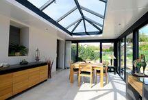 Véranda à toit plat lumineuse