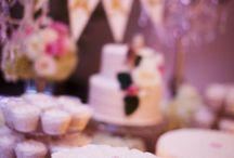 Romantic Country Club Wedding / http://bestfriendborrowed.com/   #bestfriendborrowed #wedding #DIYwedding #countryclubwedding #signinbench #pinkandgold #glitterwedding #trooncc #guestbook #diyguestbook #featherpen #sweethearttable #goldwedding #romanticwedding #elegantwedding