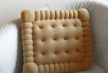 Menjahit bantal sofa