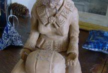 рукодельницы в скульптуре