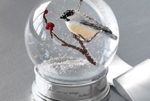 T R A P E D   I N   A   D O M E / I never realised how stunning snow globes are