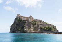 Voyage à Ischia / Partons à la découverte d'Ischia, île italienne du Golfe de Naples. Je vous propose de découvrir les endroits à visiter et mes bonnes adresses sur l'île.