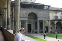 Базилика Санта Кроче (Святого Креста). / Создание базилики приписывается гениальному мастеру Арнольфо ди Камбио. Строительство велось с 1294 г. до второй половины 14 века.