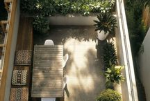 Roof gardens, balconies & other small spaces / Imaginative ideas for small garden spaces.