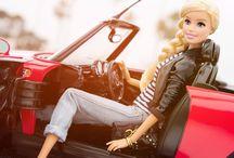Кукла на машине.