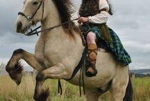 Konie i jeźccy