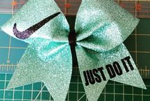 BOWS & RIBBONS / ALL ABOUT THE ART OF CREATING BOWS & RIBBONS