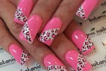 Love my nails and toes! / by Kristy Hurt