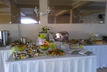 Menu weselne / Większość z nas zamawiając salę weselną i menu dla gości kieruje się raczej tradycją. Niewiele par młodych jest na tyle odważnych, aby pozwolić na wkroczenie kwiatów do menu weselnego. Ale... dlaczego nie zaszaleć?