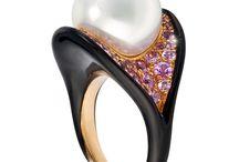 Jewellery: Pearls / by Trine Paulsen