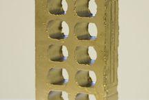 """Redivivus / El proyecto Redivivus pretende retomar el concepto, no por clásico menos actual, de la reutilización, del reciclaje, de la supra-reutilización.  Objetos encontrados, objetos que dejaron de tener una vida """"útil"""" y en la mayoría de los casos sin una trascendencia artística, estética o en el mejor de los casos solo funcional, se convierten tras el tamiz de los artistas David Heras (1970) y Miguel Ezpania (1966) en obras de arte.  https://www.facebook.com/redivivusEzpaniaHeras"""