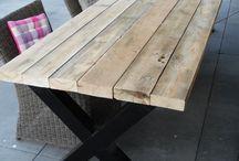 Industriële meubelen / VanSloophout.com, groothandel in sloophout, biedt een ruim assortiment houten meubelen aan van sloophout, zoals pallethout, oude balken en steigerhout, met stalen frames en/of onderstel. VanSloophout.com maakt meubelen op maat!