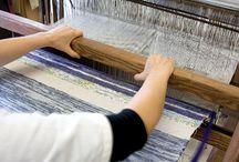 Momenti della lavorazione / Manufatti realizzati al telaio. Creazioni uniche e originali #tappeti #cuscini #runner #borse #accessori