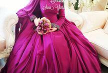 gaun penganten muslim merah tua