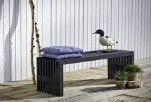 """Design by Plus - Trallemøbler at House of Bæk & Kvist / PLUS trallemøbler - Bæredygtige tralle-havemøbler FSC træ skaber stemning ude og inde Bæk & Kvist  PLUS trallemøbler er dansk bæredygtigt havemøbel design. Med et nyt og bæredygtigt havedesign fra danske Design by PLUS genopstår trallematerialerne og passer perfekt ind i den nordiske stil, hvor ånden er """"Back to nature"""" og rene råvarer – råt look, genbrugsguld og de støvede pastelfarver i en æstetisk forening. House of Bæk & Kvist er udvalgt som særlig onlineshop-forhandler af PLUS trallemøbler"""