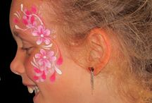 Kitty's Flowers face paint / How many flowers are there to paint!