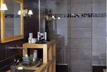 Salle de bain noir et bois