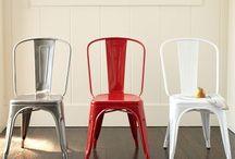 Cadeiras e Banquetas Tolix / Tradicional cadeira de ferro criada em 1925 por Xavier Pauchard, fundador da empresa francesa Tolix. Modelo empilhável. Origem: França.Acesse www.coisasdcasa.com