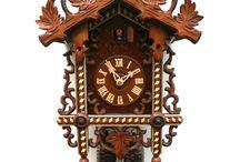 Railroad house clock from the Black Forest. Bahnhäusle Uhren aus dem Schwarzwald / This train station clocks are one of the Black Forest specialities. Bahnhäusle Uhren sind eine weitere Spezialität aus dem Schwarzwald.