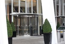 High Capacity Revolving Doors / Where high capacity and functionality are both essential for the efficient operation of a building entrance, the larger segments and smooth revolving movement of our 2 wing automatic revolving door makes for a practical solution for high volume and tidal pedestrian foot flow.