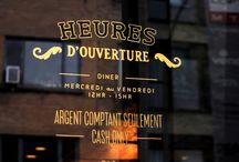 letreros y ventanas restaurante