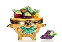 Boxes:   Tiny Trinket Ones / by Lynne Wedeen