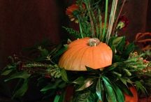 Autumn table center piece. / Autumn themed center piece, which would work well for a sophisticated Halloween dinner party.