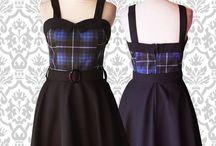 Vestidos Betts. Vestidos estilo Pin Up / Vestidos estilo pin up Falda plato con cinto, escote corazón y solapa en el escote. #indumentariapinup #vestidospinup #ropapinup #pinupfashion #pinupdress