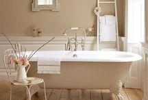 Salle de bain/Bathroom / by Vanessa Brinon