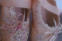 Szín: rózsaszínes